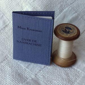 Mina Kruseman over de naaimachine